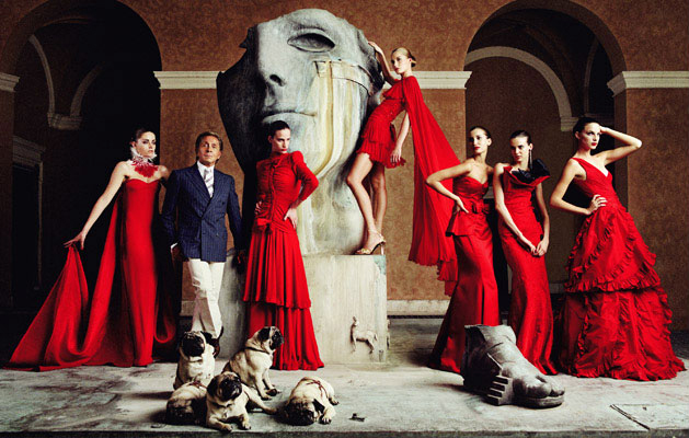 Valentino-Master-of-Couture-Valentino-with-models-at-Somerset-House
